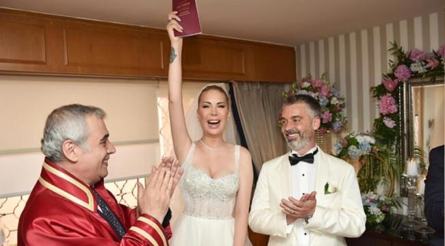 Tuğba Özerk evlendi!